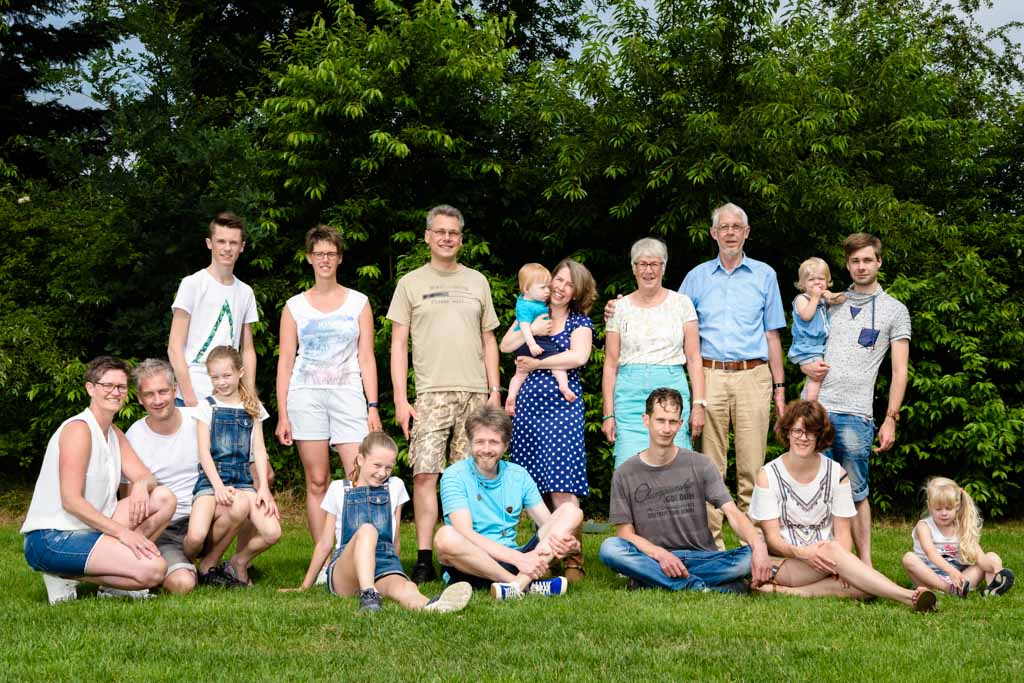 Familie fotograaf gezinsfotoshoot groepsfoto groepsportret Zalmiy Paeez Fotografie